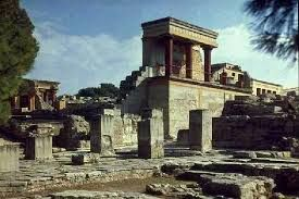 84 - CRETA 02 - Las obras artísticas de mayor importancia que dejó Creta son sus palacios, que además de definir su arquitectura, muestran su pintura. Las obras de escultura son más modestas.