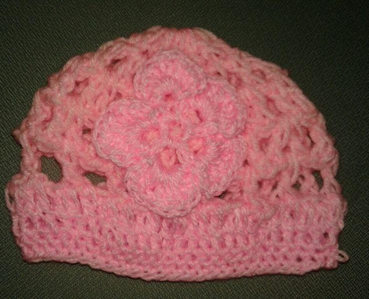 Gorro con flor en rosa