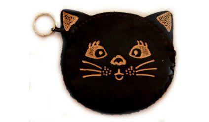 Monedero Gato Negro. Monedero en cuero con opción de llavero. Visítanos en tuakiti.com #monedero #purse #gato #cat #llavero #keyring #keychain #tuakiti
