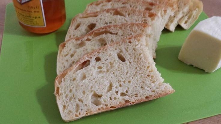 Pane croccante e morbido Bimby, crosta croccante e mollica gonfia e soffice. Si impasta in un minuto e si fa lievitare una notte. Ingredienti: 500 gr di ...