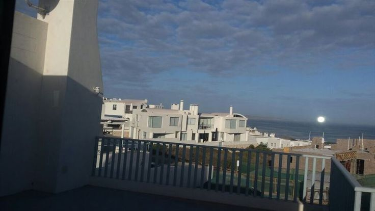 Tranquil Sunsets - Tranquil Sunsets is a neat and comfortable house in the private and secure residential area of Paradise beach, which is located next to Club Mykonos. This Greek-style house has stunning views. The house ... #weekendgetaways #langebaan #westcoast #southafrica