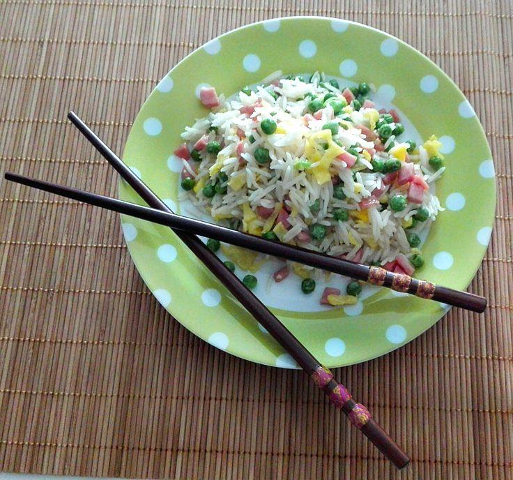 Riso alla cantonese,uno dei piatti più amati e conosciuti della cucina cinese. Buonissimo e semplice da preparare. Ottimo da portare al lavoro e in spiaggia