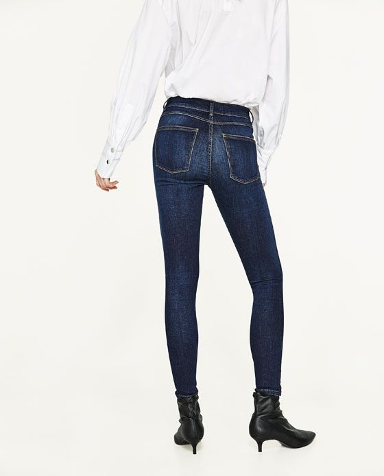 HIGH RISE SKINNY JEANS DETAILS 199.00 AED COLOR: Blue 6840/044