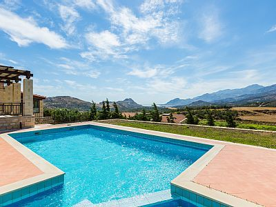 Rethymno villa rental - Just sit by the pool and let the summer breeze revitalise you!