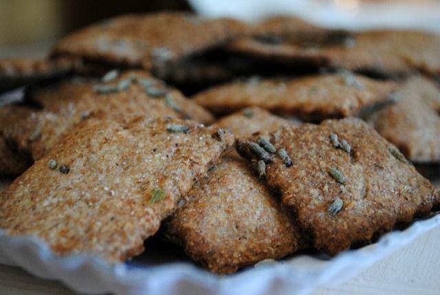 Crackers ai fiori di lavanda – Vegan blog – Ricette Vegan – Vegane – Cruelty Free