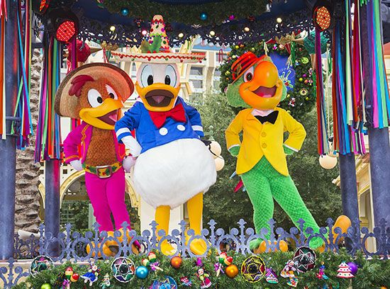 Now in its second year at Disney California Adventure park, Disney ¡Viva Navidad! is a huge hit with our guests. What is it about this festive celebration that is so captivating? Here are my top five favorite sights at Disney ¡Viva Navidad!