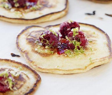 Amerikanska pannkakor med hallon och lime