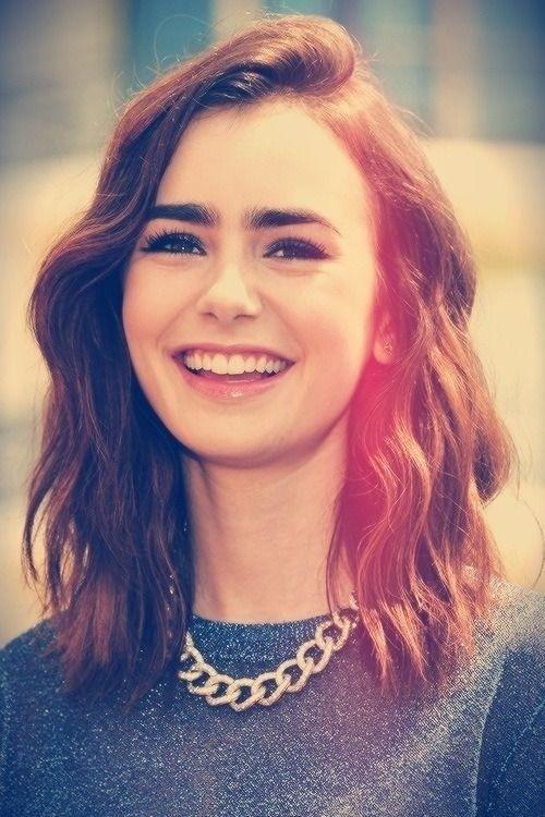 Lily Collin Medium Wavy Hair