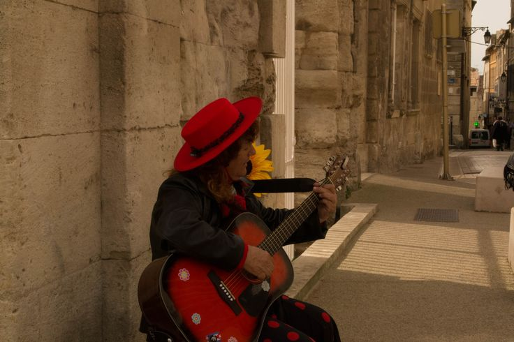 #StoryTelling  A gipsy at the end of the day in #Arles sings her native songs in solitude
