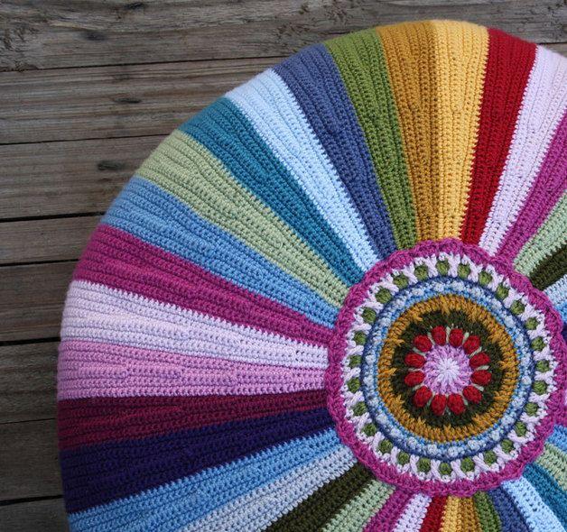 Häkelanleitung für ein Sitzkissen, Pouf / diy crochet instruction: pouf, cushion by allescaro via DaWanda.com