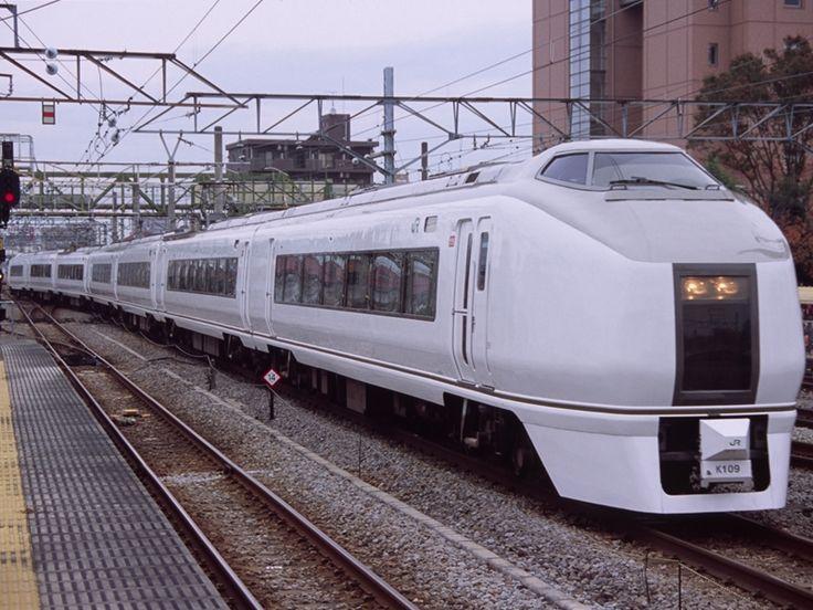 新前橋駅に到着する651系