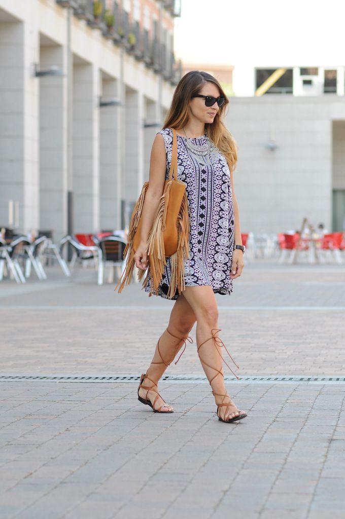 photo sandalias romanas street style tendencias moda.jpg