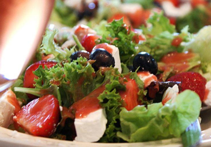 Maaltijdsalade met geitenkaas en rood fruit - met Zonnigfruit