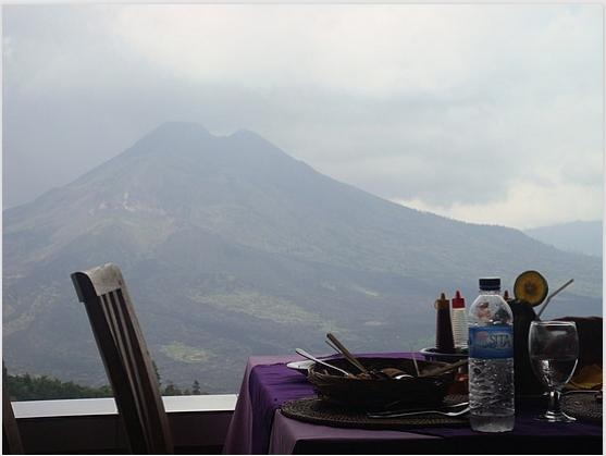 Lunch in front of the active volcanic mountain Mt Batur