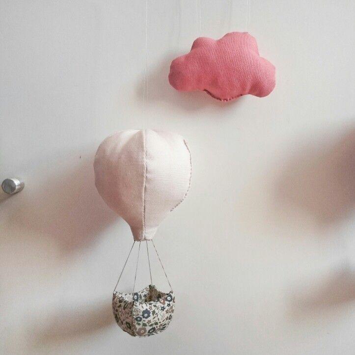 Mobile bébé - Montgolfière et son nuage - Commande personnalisée