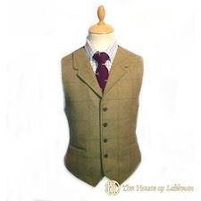 Tweed bespoke argyle kilt waistcoat. The House of Labhran offer an extensive range of kilt jackets. All our kilts jackets are 100% made in Scotland and we pride ourselves in our fine Highland kilt jackets in classic Scottish tweed. From the classic Prince Charlie coatee and vest, Regulation doublet to the Argyle day wear jacket. The House of Labhran source classic Harris tweeds and keepers tweeds supplying some of Scotlands top Highland estates. We have a classic range of heavy weight…