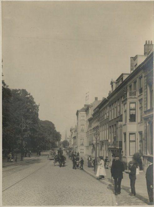 De Haagse chique flaneert op de Herengracht in 1900 Haags Gemeentearchief: 0.08894