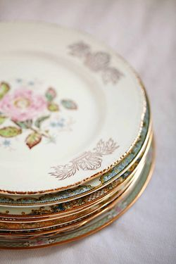 I can't wait to have my own home and collect different vintage things like that. LOVE old dinnerware