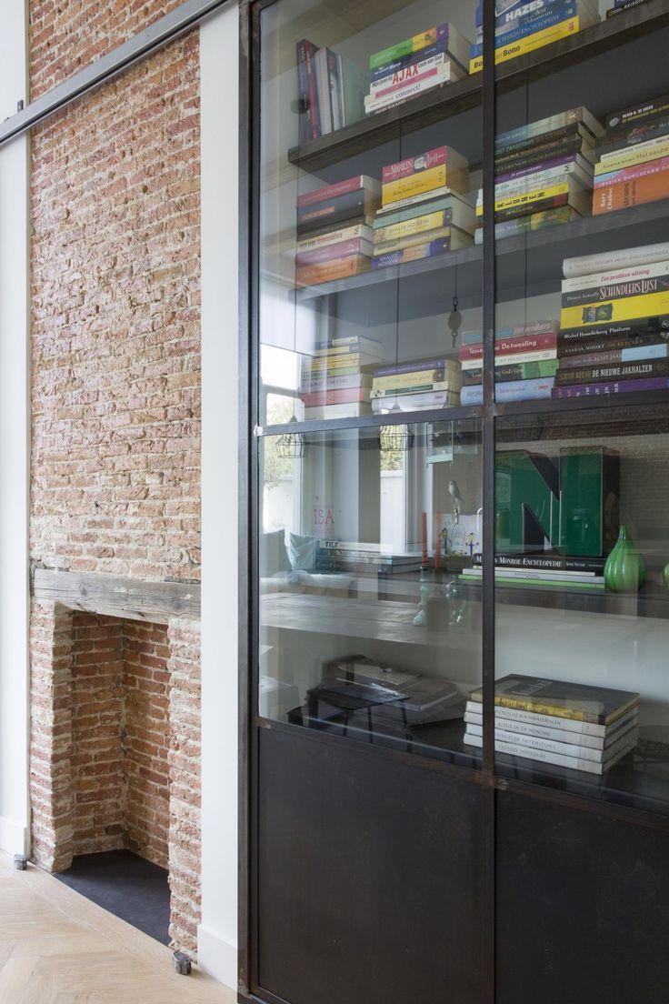 Bookcase | Styling Leonie Mooren | Photographer Anouk de Kleermaeker | vtwonen August 2015