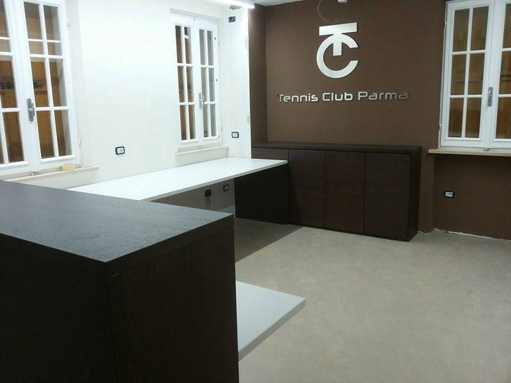 Mazzali ON DEMAND  Area reception ed ufficio, con armadio ad apertura push pull. Reception and office area, closet with opening push pull.  Tennis club Parma  