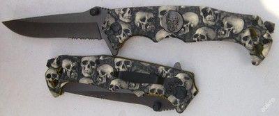 vystřelovací nůž lebky 22/13 cm - MEGA VÝPRODEJ SKLADU - SLEDUJTE I NAŠE DALŠÍ AUKCE, POSTUPNĚ PŘIDÁVÁME ZBOŽÍ !!!  Díky odpruženému systému otevírání má vlastnosti nože vystřelovacího. Z nerezové oceli C 440 silné 2,5 mm,délka - otevřený 22, zavřený 13 cm.Čepel 9 cm. S probíjecím hrotem. Kovové střenky. S klipem na opasek.  !!! VŠE ZA EXTRA NÍZKÉ CENY !!!  PODÍVEJTE SE TAKÉ NA MÉ OSTATNÍ AUKCE, V MÉ NABÍDCE NAJDETE: SAMURAJSKÉ MEČE NOŽE HŮLKY S MEČEM FANTASY ZBRANĚ A JINÉ.... Platba…