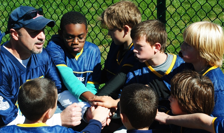 Youth Flag Football HQ provides information and tips for parents and coaches who are participating in youth flag football programs. Our resources include flag football plays and drills for your flag football team.