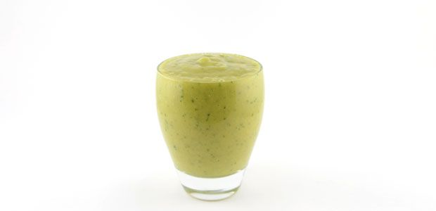 Dit komkommer avocado mango kokoswater smoothie recept is een recept voor een groene smoothie en het is er eentje voor als je nog even te gaan hebt.