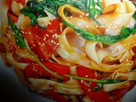 un mondo di ricette: tagliatelle di riso con spinaci e soia