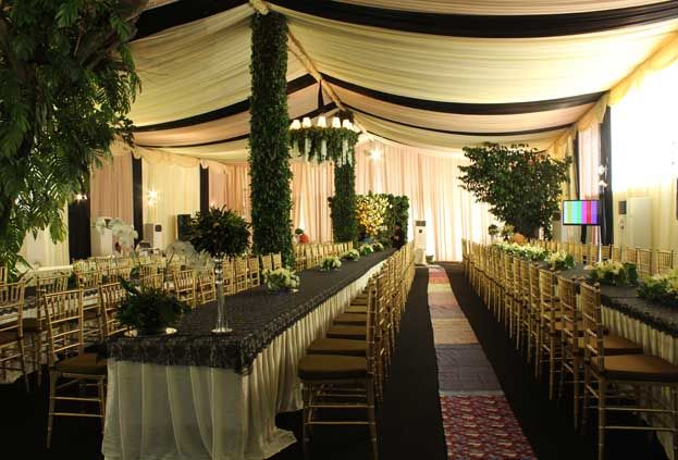 decorating a tent with the theme of the combination of emerald and khaki