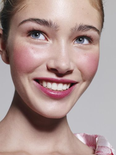 How much do I love that combo on both cheeks and lips? Adorable! (Lisa Eldridge, Glamour UK - Robin Derrick):