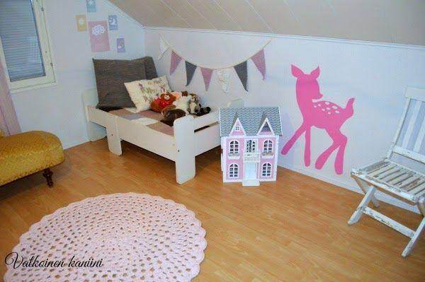Valkoinen Kaniini: Piipahdetaan pinkissä huoneessa