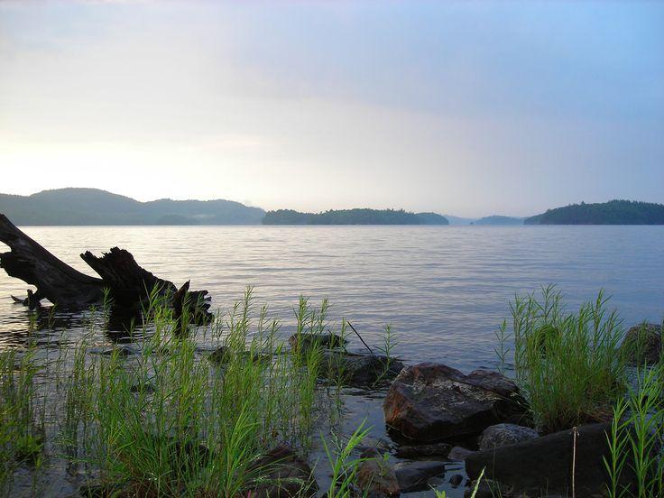 Parc Régional du Poisson Blanc - Notre-Dame-du-Laus La pêche est permise sur le réservoir. Il n'est pas nécessaire de s'enregistrer auprès du Parc pour pêcher, vous avez seulement besoin d'être détenteur du permis de pêche du Québec!
