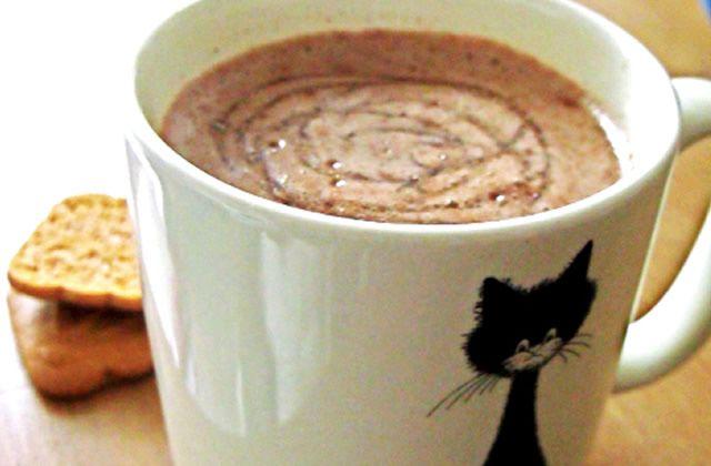 Chaud, onctueux et bien chocolaté : cette semaine nous allons parler de la meilleure recette de chocolat chaud du MONDE ! #madmoizelle