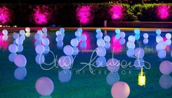 Matrimonio con sorpresa: cosa ci sarà dietro questa distesa di palloncini in piscina?