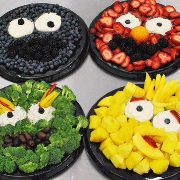 Sesame Street Veggie and Fruit Platter. Yes, I'm already thinking about the first birthday party... I'm a planner!
