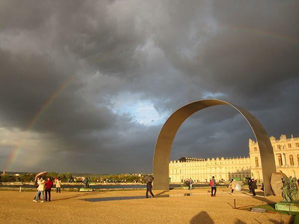 L'Arche de Versaille, under a rainbow, Lee Ufan