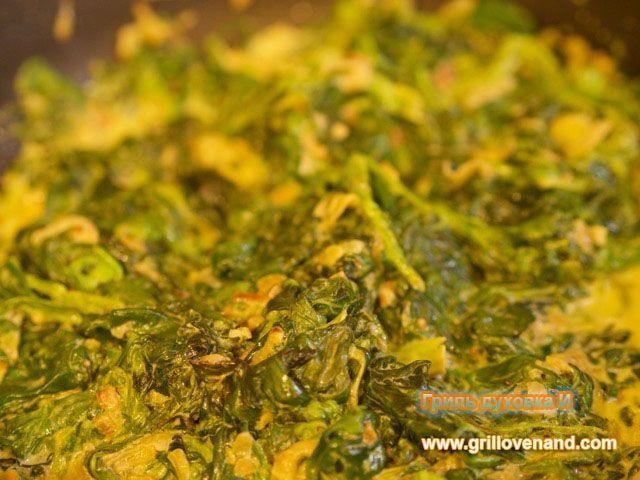 Шпинат со сливками. Время приготовления- около 20 минут. Продукты для приготовления: шпинат замороженный, сливки, лук репчатый, масло растительное, соль,перец. Пошаговый рецепт.