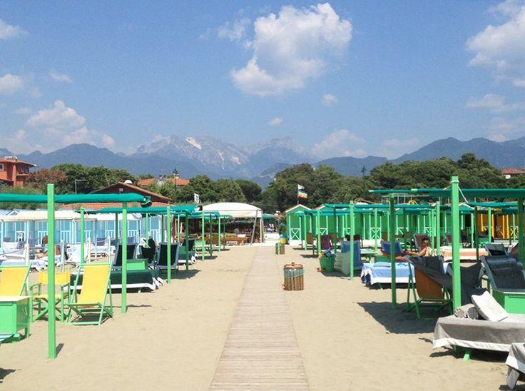 Make Like A Local At This Tuscan Beach Town: Forte Dei Marmi | http://saltandwind.com