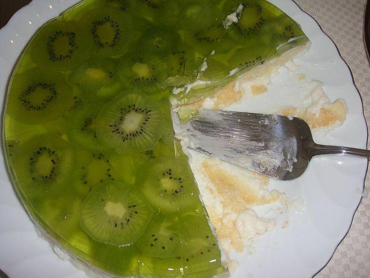 Çeşitli meyvelerle yaptığım çok kolay bir pasta. Çok az masrafla çok güzel bir pasta elde edebilirsiniz. Afiyet olsun.