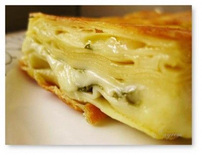 Su Böreği İçin Gerekli Malzemeler 10 Yumurta 1 kg. Un Tuz Su Yaş maya İç Malzemesi: Peynir Maydanoz Bir tencere ...Devamını Oku