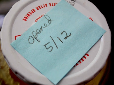 The Red Chair Blog: Organizing Tip: Using Post-Its in the frig...I need to start doing this!: Posts It Note, Organizations Tips, Nota Posts It, Desperdiciar Comida, Condiment, Post, Food, Chairs Blog, I'M