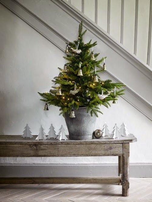 Fin julgran i miniformat att dekorera med inför jul 2014