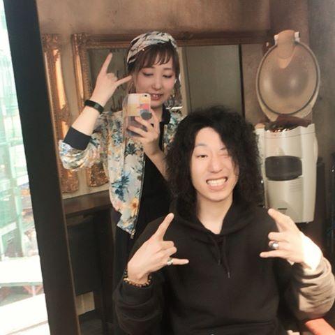 タクスタつながりのトゥーディーさんご来店ー((*゚∀゚)) ツイストスパイラルパーマ! 久しぶりにこんなにロッド巻いたわ!楽しかった! ありがとう( ¨̮ ) . . #美容師#美容室#東京#渋谷#神戸#元町#三宮#kobe#tokyo#hair#salon#ヘア#l4l#f4f#がま子 #お客様フォト#がま子サロンワーク  #サロンモデル#サロモ#ポートレート#撮影#被写体 #特殊パーマ#ツイストパーマ#スパイラルパーマ#パーマ http://www.butimag.com/スパイラルパーマ/post/1468642525333868479_1798147712/?code=BRhqph4js-_