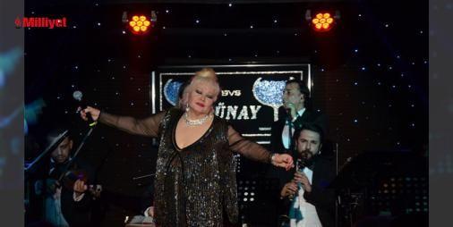 İşte yaşayan efsaneler! : Programına Türk Sanat Müziği eserleri ile başlayan Muazzez Abacı yıllara meydan okuyan sahne performansı ile konuklara eşsiz bir Günay gecesi yaşattı. Muazzez Abacı sonrası sahneye çıkan Serkan Kaya gece boyunca sevilen şarkılarını seslendirdi.  Vatan Mesele ve  Aşk Ne Demek Bilen Var mı?...  http://www.haberdex.com/magazin/Iste-yasayan-efsaneler-/139968?kaynak=feed #Magazin   #Abacı #Muazzez #gece #boyunca #Kaya
