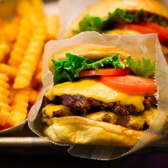 Shake Shack DC. Yeah, that's right. Mmm....I'd go there to visit just to eat this!!!!