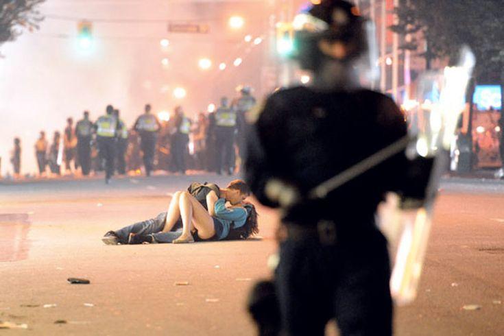 Baci famosi - Richard Lam - Riot Kiss, Vancouver 2011