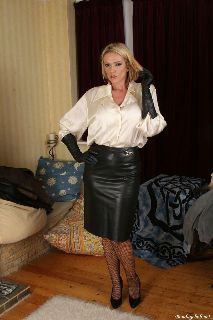 chemise satin blanc,jupe cuir,bas couture.trio parfait du ... Malin Akerman Pictures