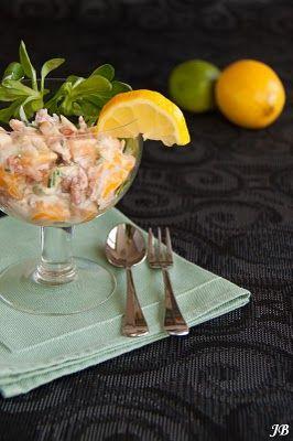 Ingrediënten:  - 250 g Hollandse garnalen - 1 mango - 2 stengels bleekselderij - 1 el versgehakte bieslook  Voor de dressing: - 1 bekertje c...