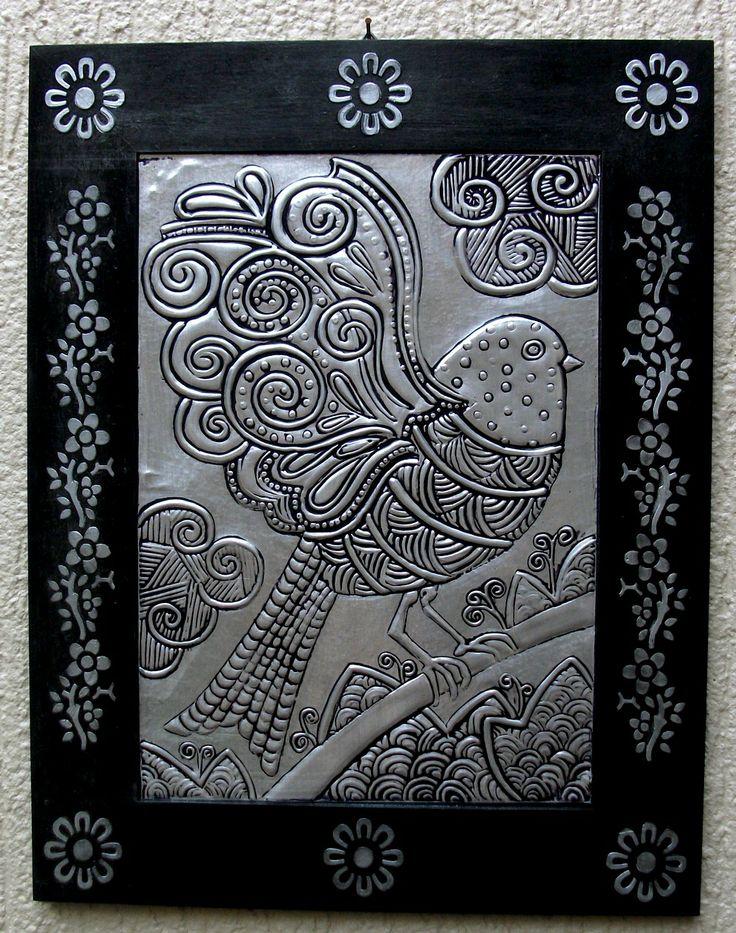 Pássaro - Repujado em alumínio.