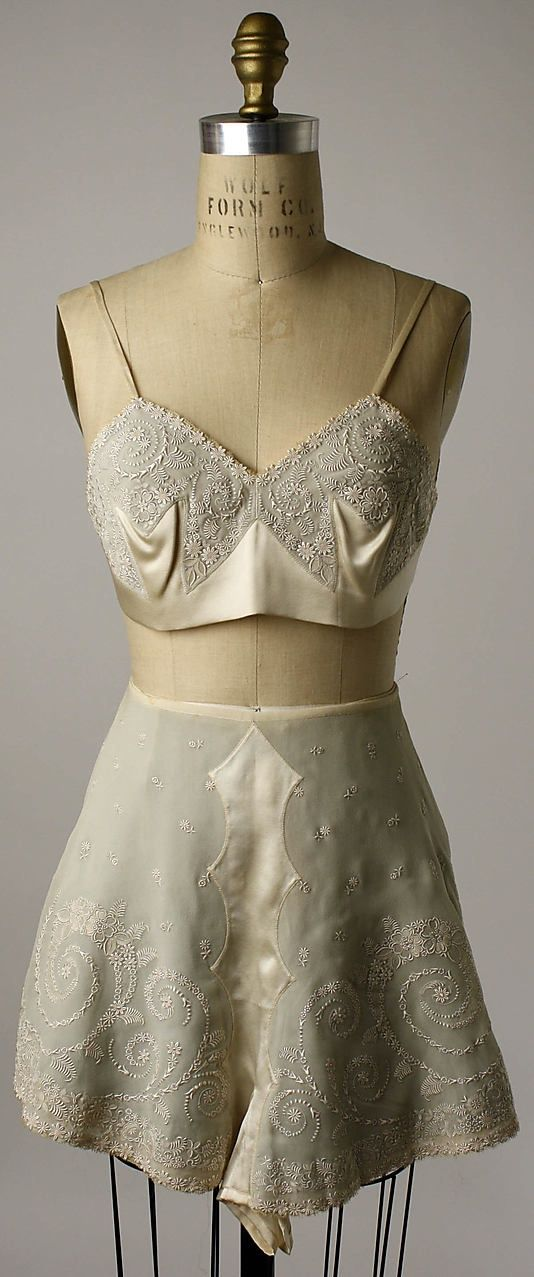 Vintage lingerie f252ad231f3e5e4ba67c7f9406299546.jpg (534×1277)                                                                                                                                                      More